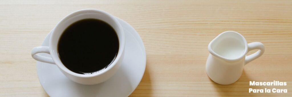 Cómo preparar una mascarilla de café con leche para el acné